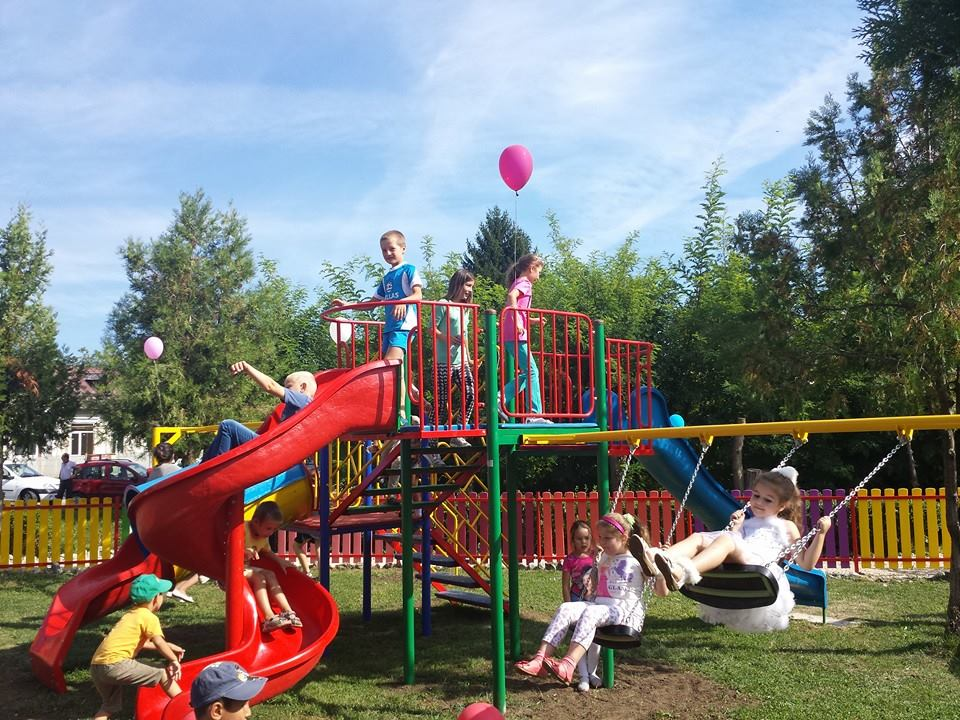 loc de joaca in parc Aninoasa