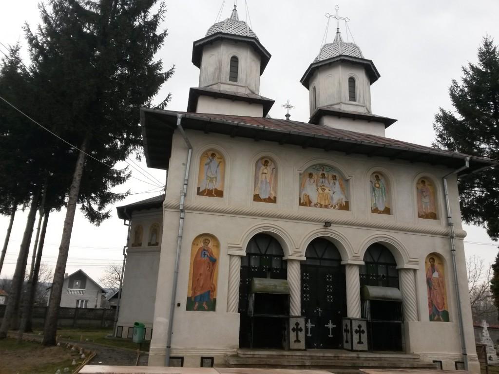 biserica din satul dragaesti pamanteni